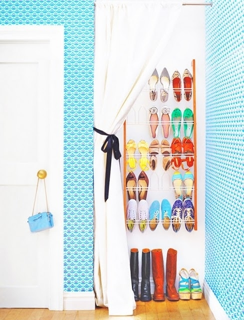 Ways to store heeled shoes: shower curtain + rack combo